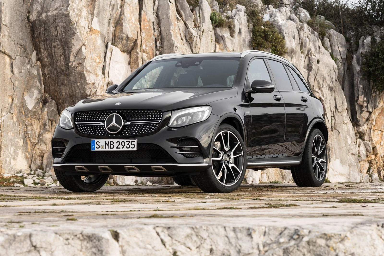 2018 Mercedes Amg Glc43 Suv Reviewtrims Specs And Price Carbuzz
