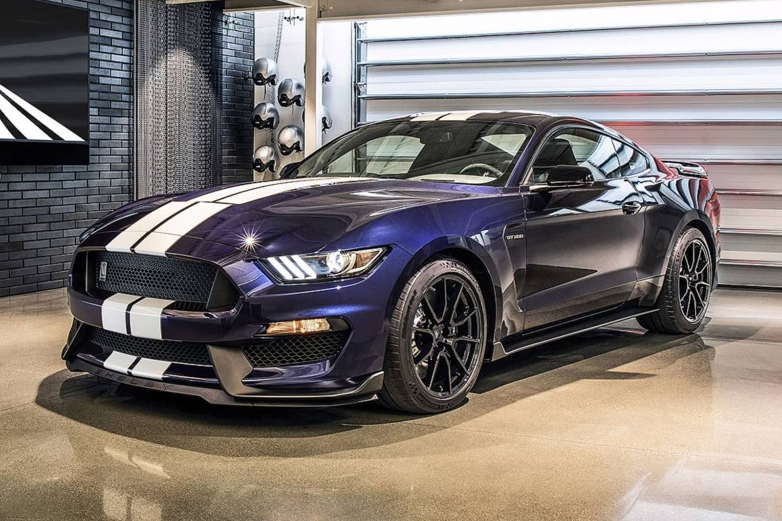 The 2019 shelby gt350 looks remarkably similar to the old one carbuzz