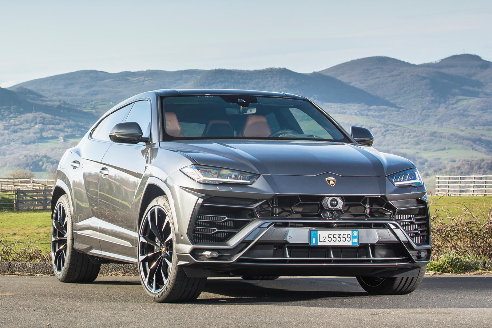 2019 Lamborghini Urus Review Review Trims Specs And Price Carbuzz