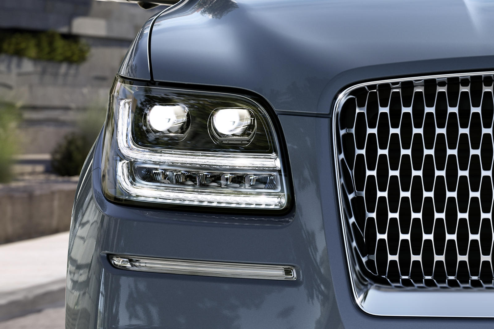 Lincoln Navigator Has A Surprise Waiting For The Cadillac Escalade