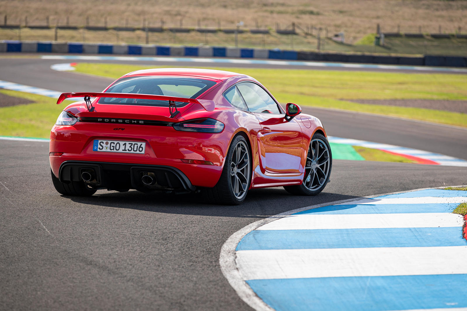 photo of Porsche Finds Problems With 911 And 718 Cayman/Boxster image