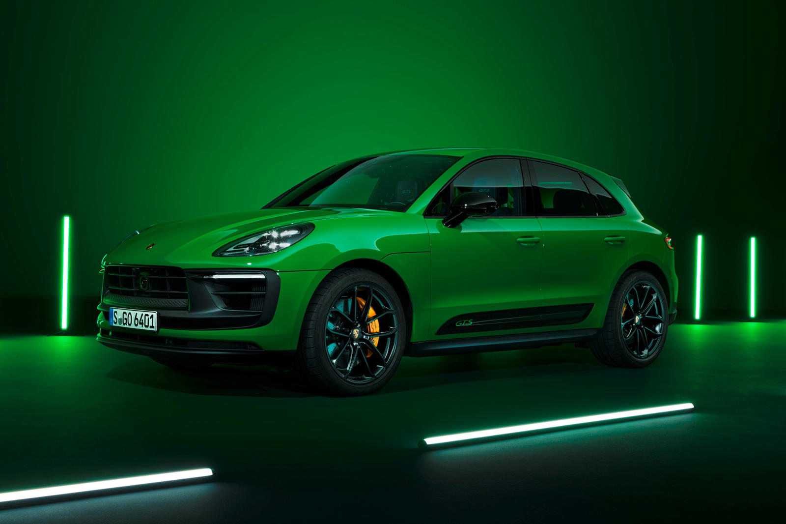 photo of The 2022 Porsche Macan Is Faster, Smarter, Better Looking image