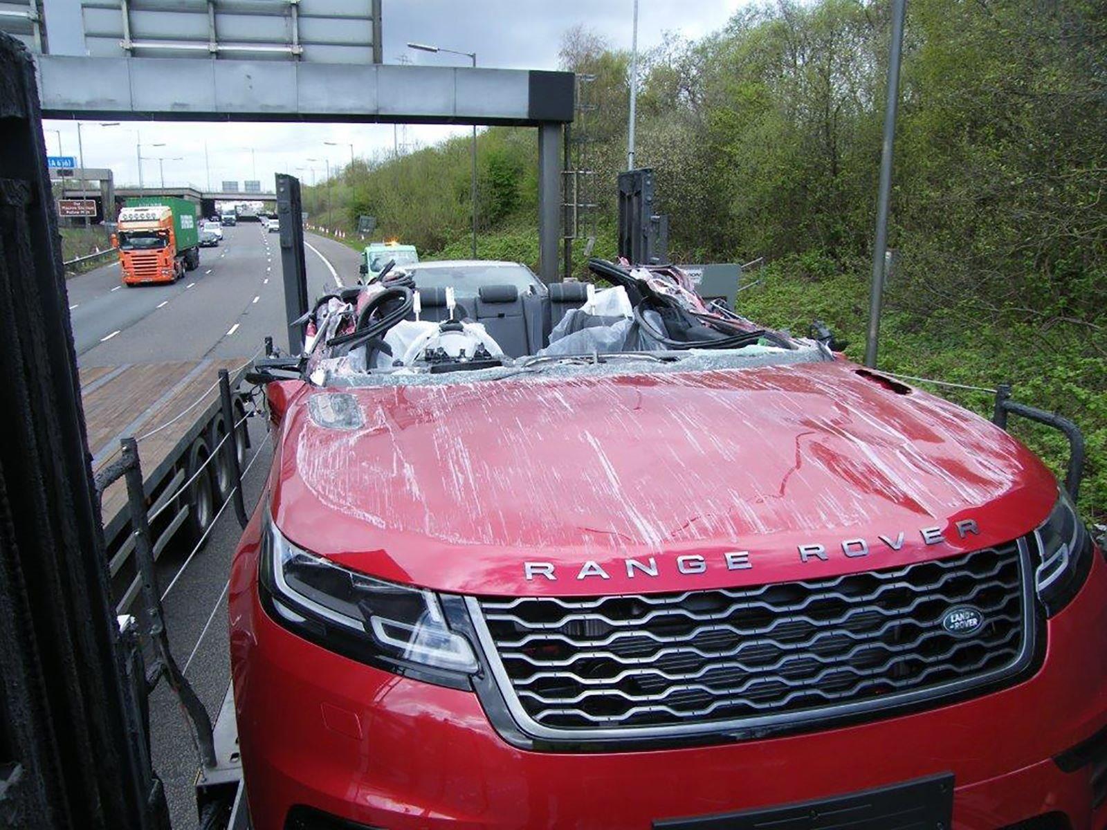 Transporter Crash Creates World S First Range Rover Velar Convertible Carbuzz