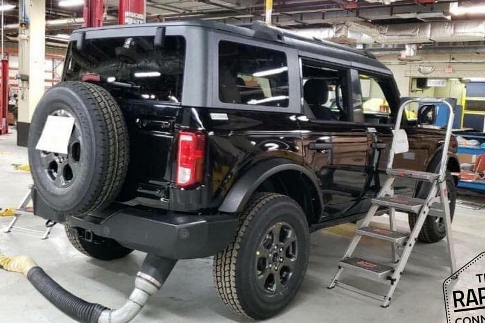 New 2021 Ford Bronco Leak Shows Off Rugged Roof Racks