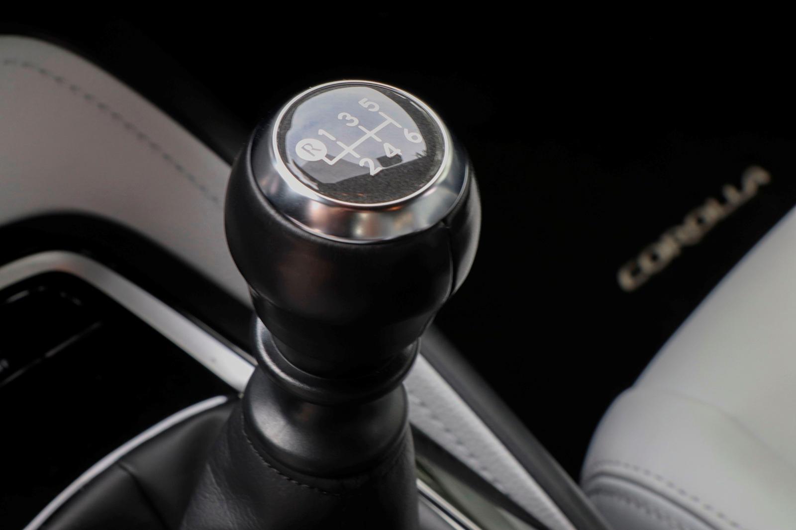 2019-2020 Toyota Corolla Hatchback Test Tahrik Vites Kolu