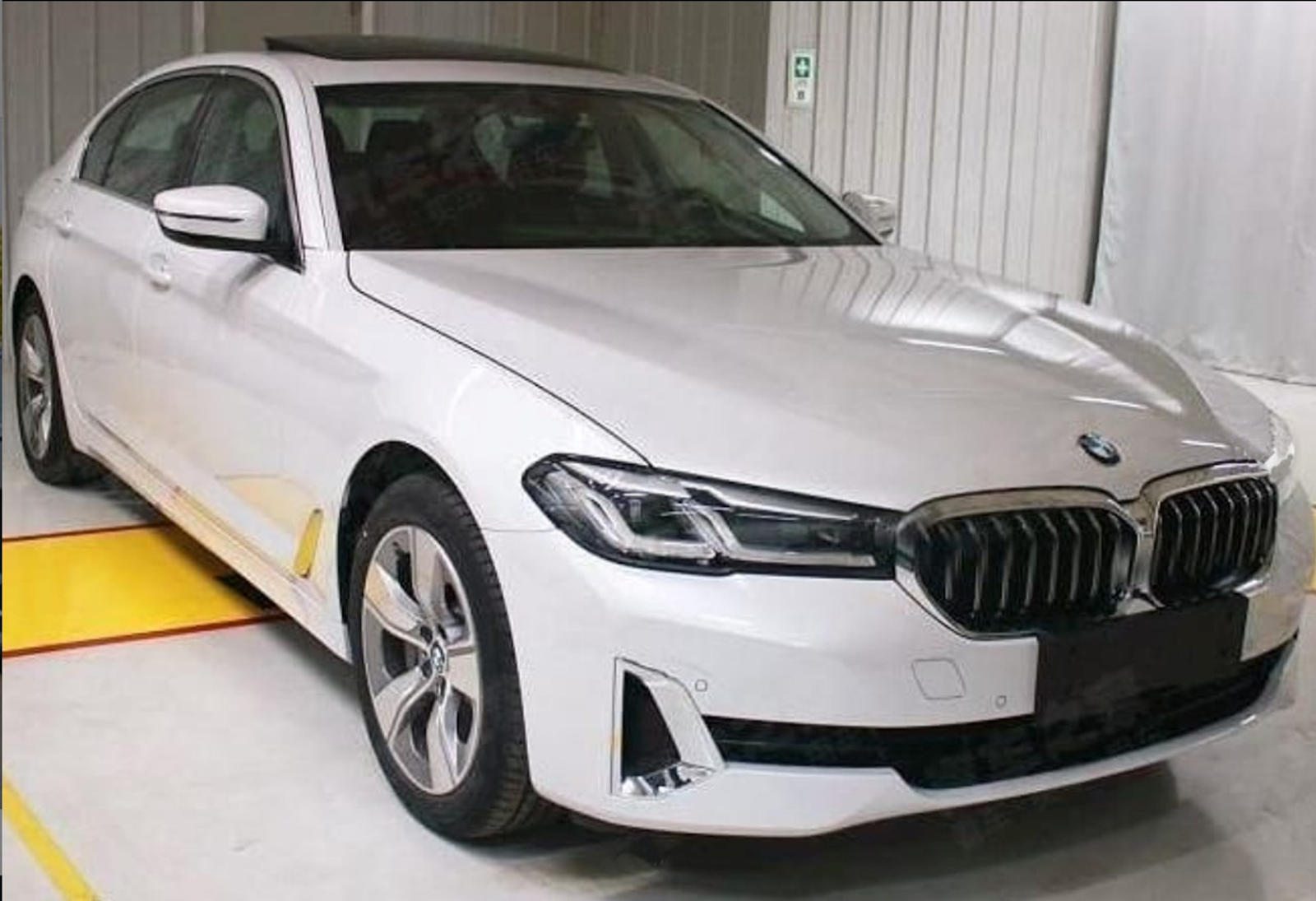 Leaked New Bmw 5 Series Shown In Detail Carbuzz