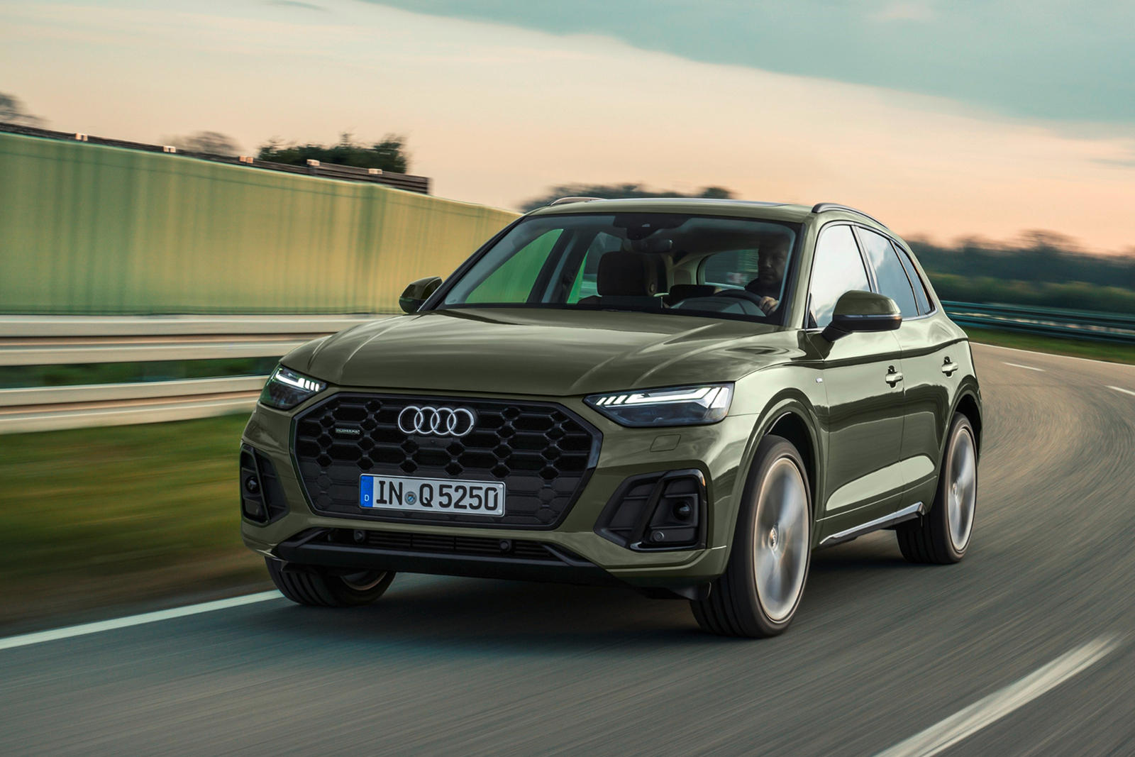 2021 Audi Q5 Arrives With Sharper Looks And Improved Tech Carbuzz