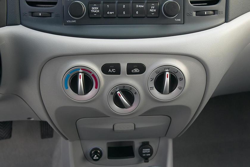 2009 Hyundai Accent Hatchback Interior Photos Carbuzz
