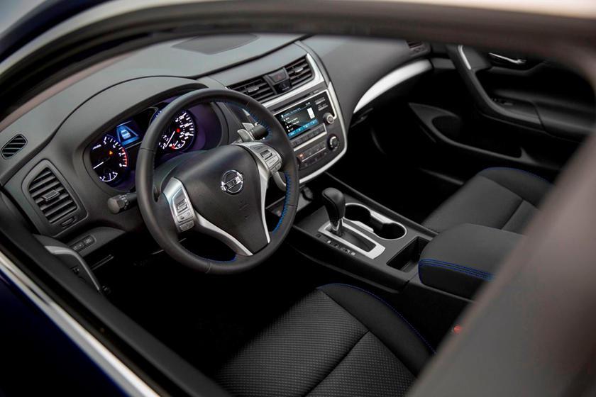 2017 Nissan Altima Interior >> 2017 Nissan Altima Interior Photos Carbuzz