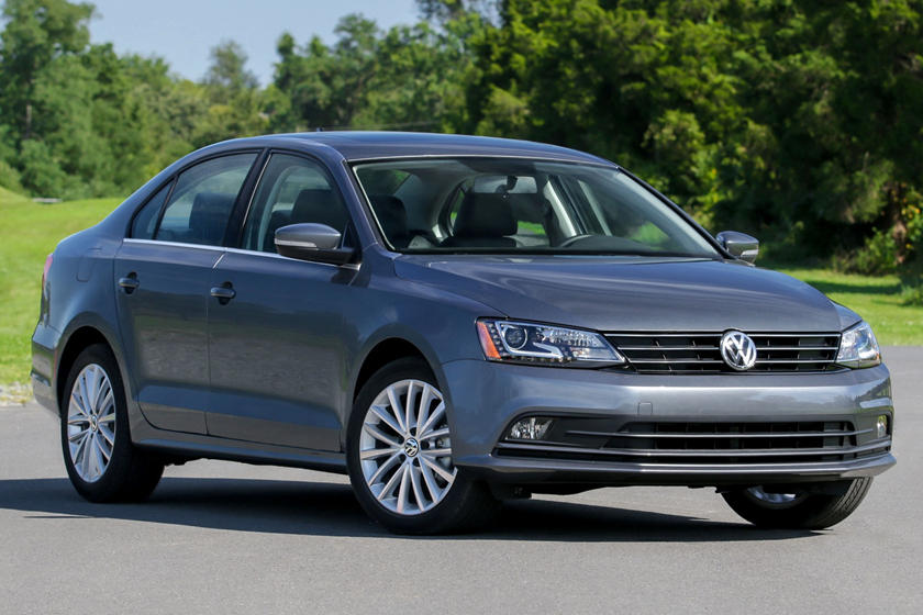 2017 Vw Jetta >> 2017 Volkswagen Jetta Review Trims Specs And Price Carbuzz