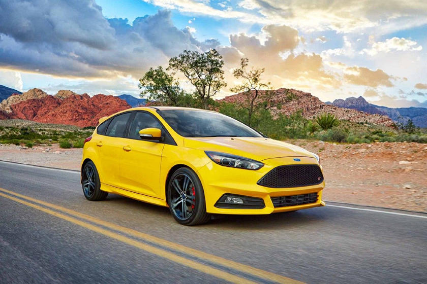 2018 Ford Focus St Review Trims Specs And Price Carbuzz