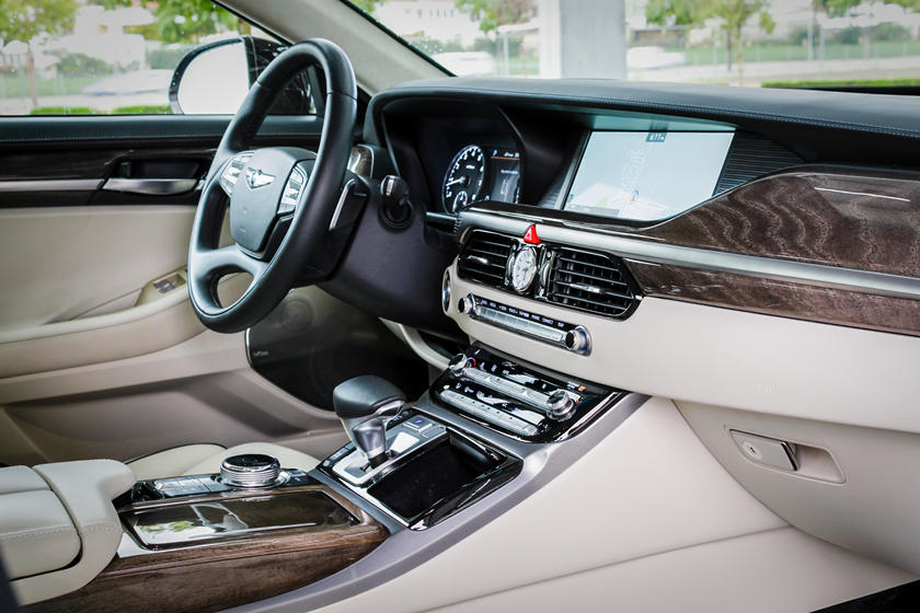 2019 genesis g90 central console