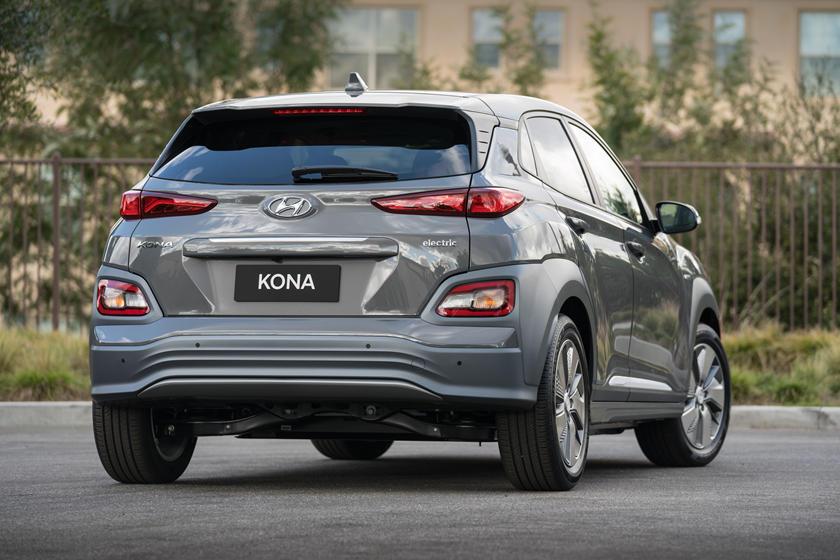 2019 Hyundai Kona Ev Review Trims Specs And Price Carbuzz