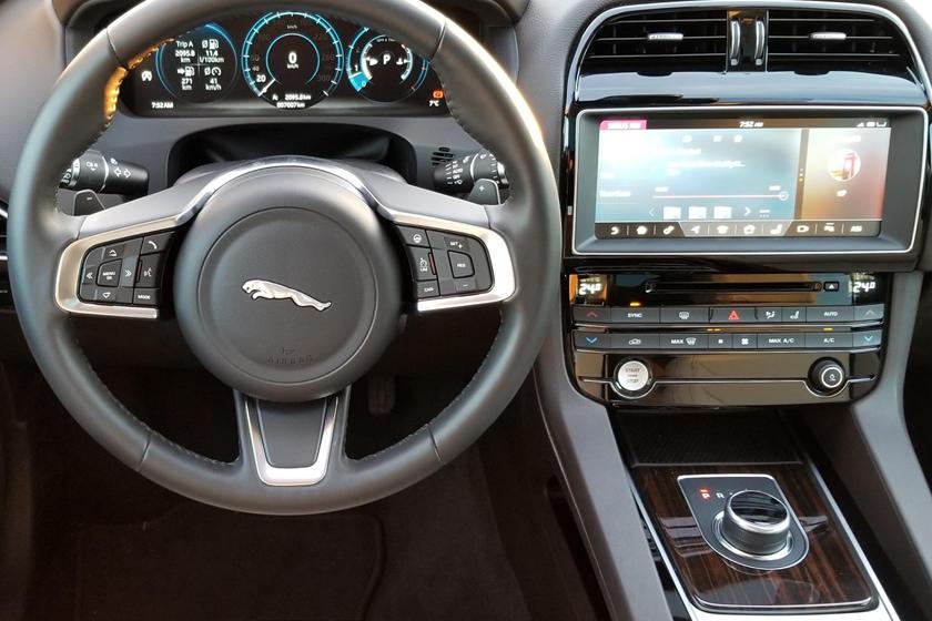 2019 Jaguar F Pace Review Trims Specs And Price Carbuzz