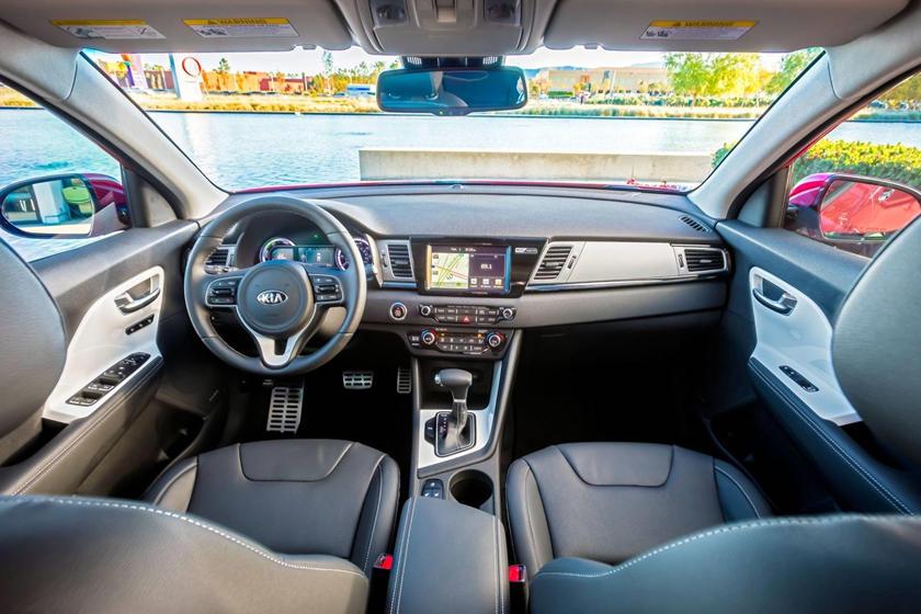 Kia Niro Interior >> 2019 Kia Niro Interior Photos Carbuzz