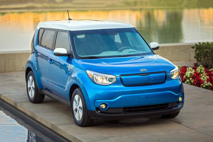 2019 Kia Soul Ev Review Trims Specs And Price Carbuzz