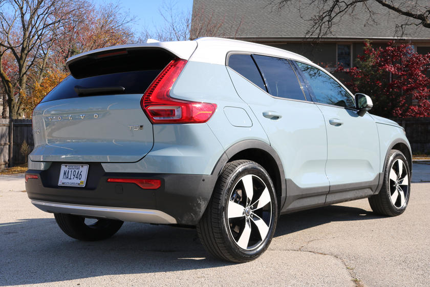 2019 Volvo XC40: Review, Specs, Price >> 2019 Volvo Xc40 Review Trims Specs And Price Carbuzz