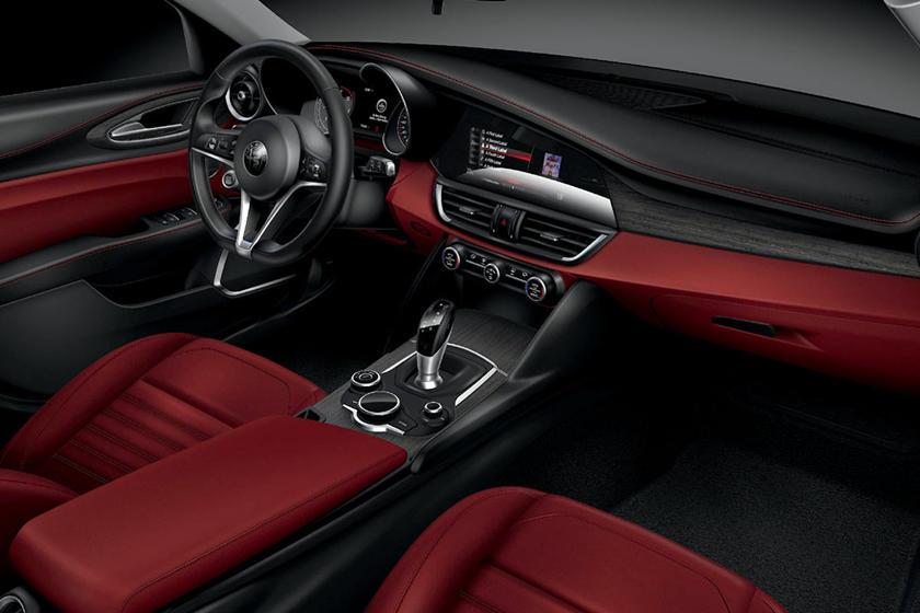 Alfa Romeo Giulia Interior >> 2020 Alfa Romeo Giulia Interior Photos Carbuzz