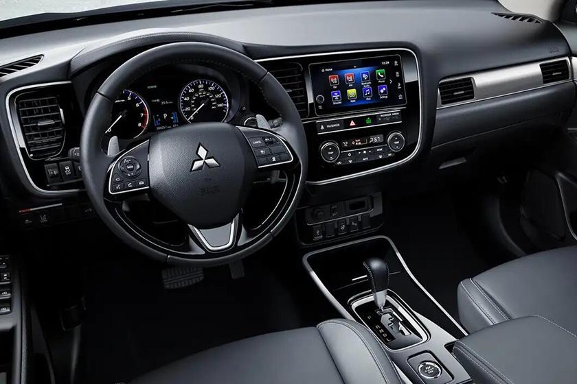 Mitsubishi Outlander 2020 Dashboard