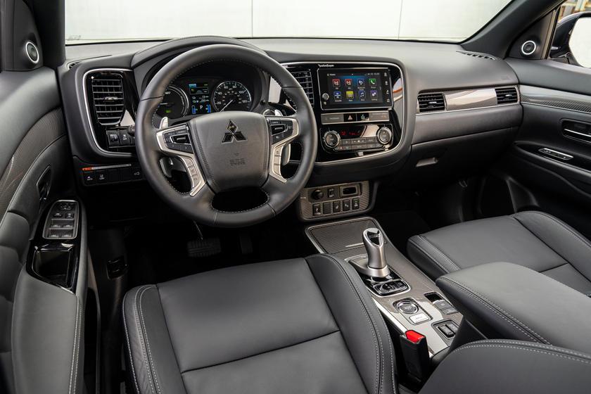 Mitsubishi Outlander Hybrid 2020 Interior