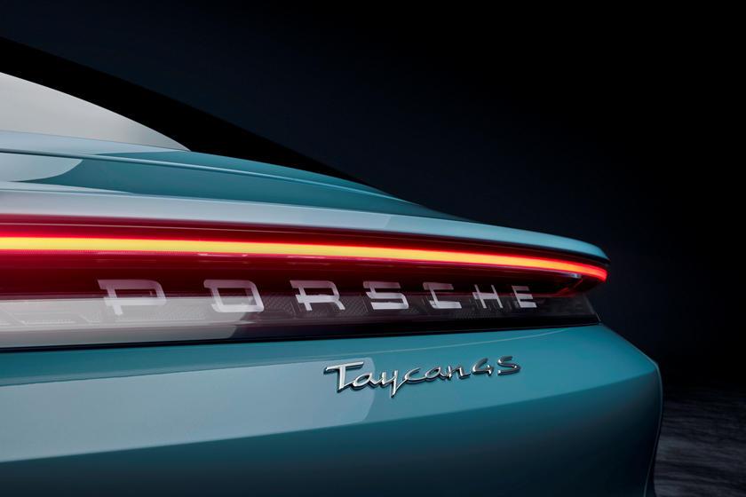2020-porsche-taycan-turbo-carbuzz-679480.jpg