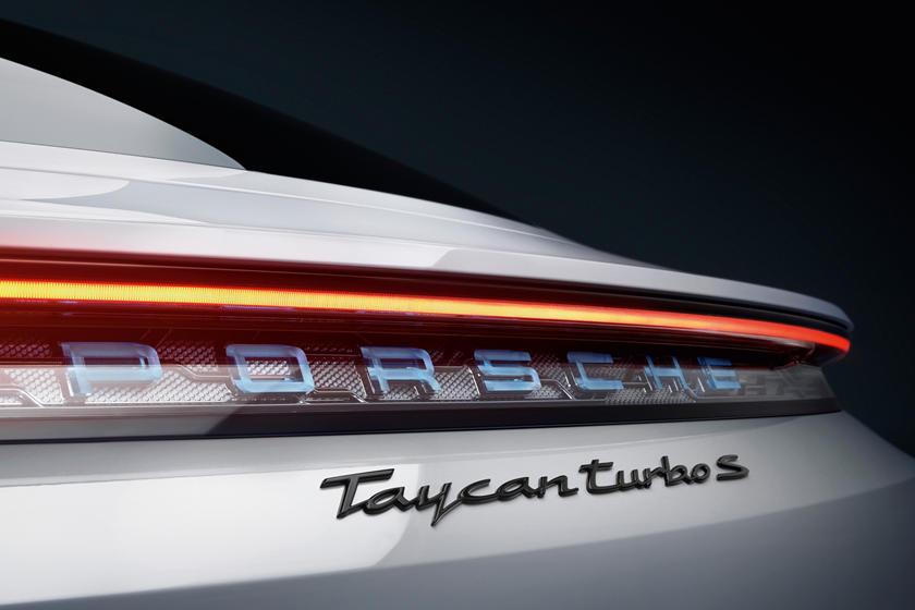 2020-porsche-taycan-turbo-carbuzz-679481.jpg