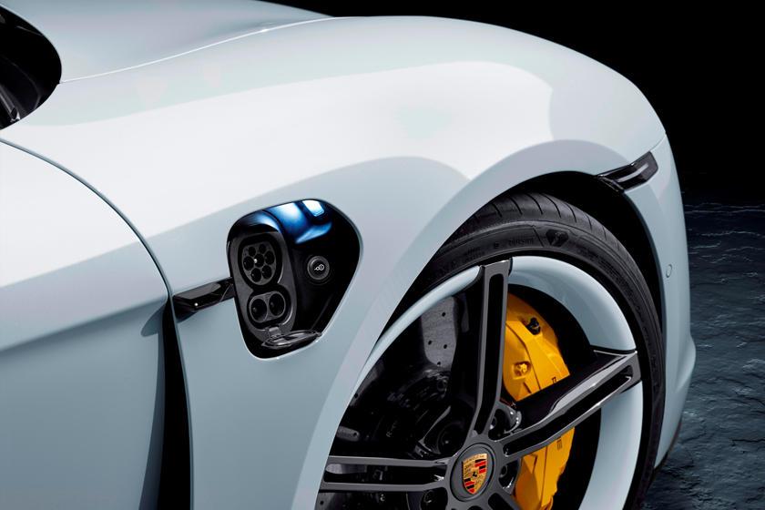 2020-porsche-taycan-turbo-carbuzz-679491.jpg
