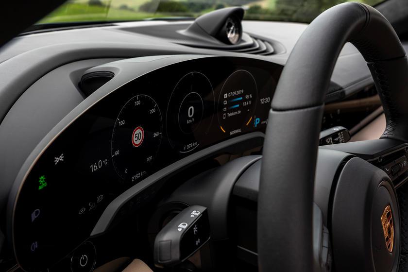 2020-porsche-taycan-turbo-carbuzz-679500.jpg