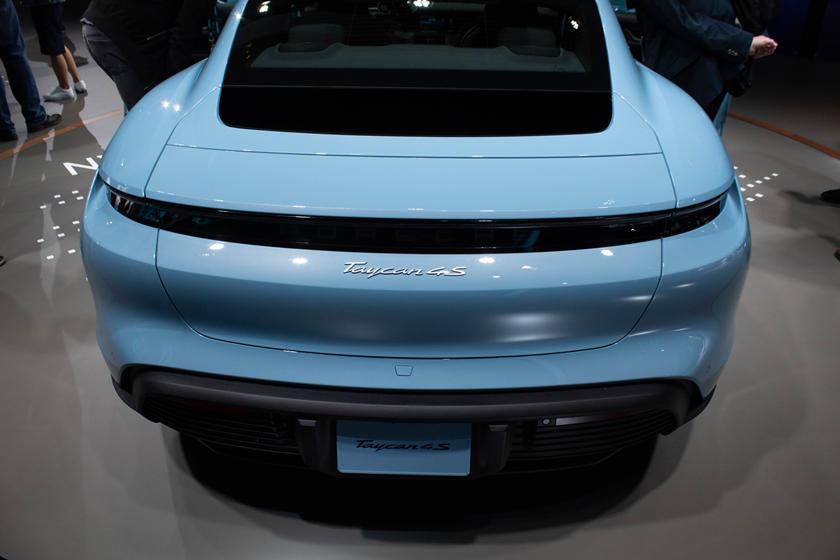 2020-porsche-taycan-turbo-carbuzz-679646.jpg