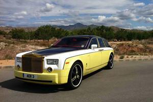 Rolls Royce Owner Gives The Phantom An Unusual Look