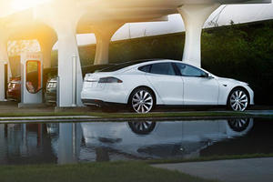 Tesla Stock Might Have Been a Better Buy Than the Car