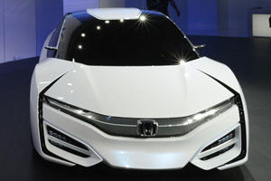 Honda FCEV Concept Charges in 3 Minutes
