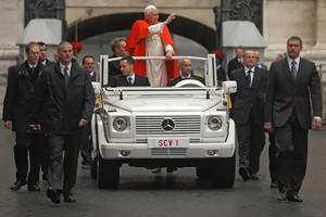 Mercedes-Benz Gives Popemobile a Green Blessing