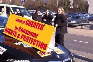 Italian Man Smashes His M6 Twice - Protesting BMW Service