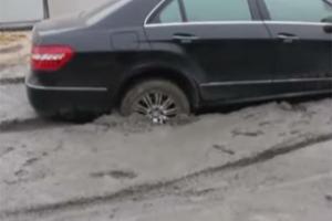 Mafia Job? Mercedes E-Class Gets Buried in Concrete