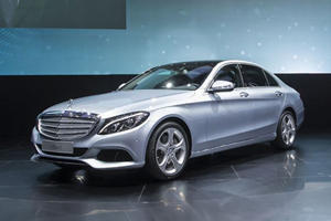 Mercedes Unveils Long-Wheelbase C-Class in China