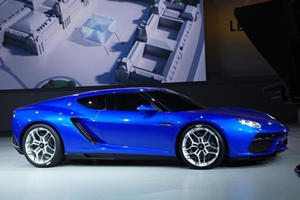 The Lamborghini Asterion is a 910 HP Plug-In Hybrid