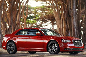 The Facelifted 2015 Chrysler 300 is Still the Best-Looking Car for Robbing Banks