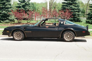 Moustache Not Included: Burt Reynolds's 1977 Pontiac Trans AM Sells For $480,000