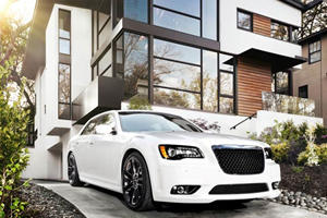 First Look: Chrysler 300 SRT8