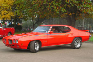 This Hemi Cuda Vs. GTO Judge Drag Race Is The Baddest Thing You'll See All Day