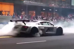 You'd Normally Get Flogged For Hooning An R8 Like This In Singapore