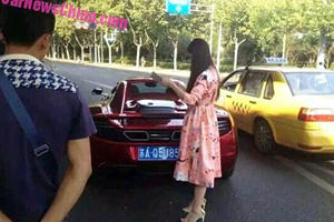 McLaren Wrecked In China By Girl Driving In Big High Heels