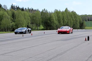 How Can This 458 Italia Keep Up With This Aventador?