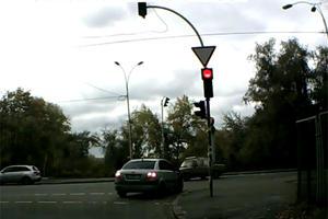 Video: Worst Red-Light Run-Through Ever