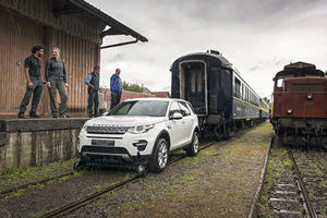 """Land Rover Demonstrates True Meaning Of """"Low Down Pulling Power"""""""