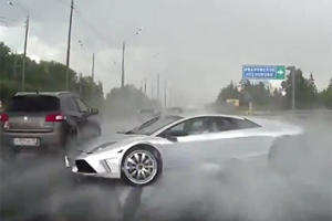 This Is How Not To Drive A Lamborghini On The Highway