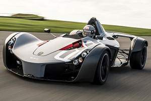 The 305-HP BAC Mono Destroyed The 900-HP McLaren P1 On The Track