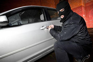 Thief Trapped In Car After BMW Remotely Locks Stolen 5 Series' Doors