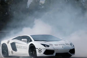 If You Have Trouble Doing Donuts With AWD, Try It In A Lamborghini